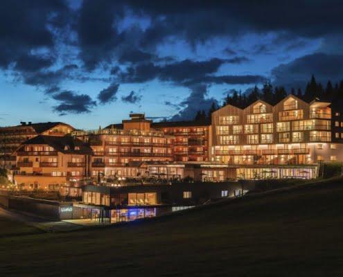 Hotel Cristal Obereggen Nachtansicht