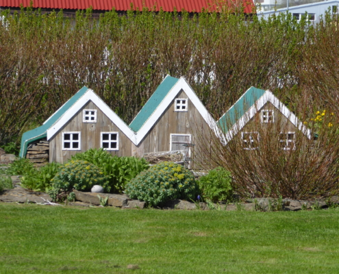 Rundreise Island im Sommer Haeuser