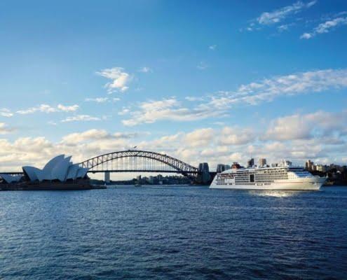 HAPAG-LLOYD CRUISES MS Europa 2 vor Sydney